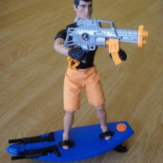 Action man: MUÑECO ACTION MAN - NO GEYPERMAN - AQUA BLASTER - HASBRO 1998 - COMPLETO CON LA TABLA DE SURF Y ARMA. Lote 27442163