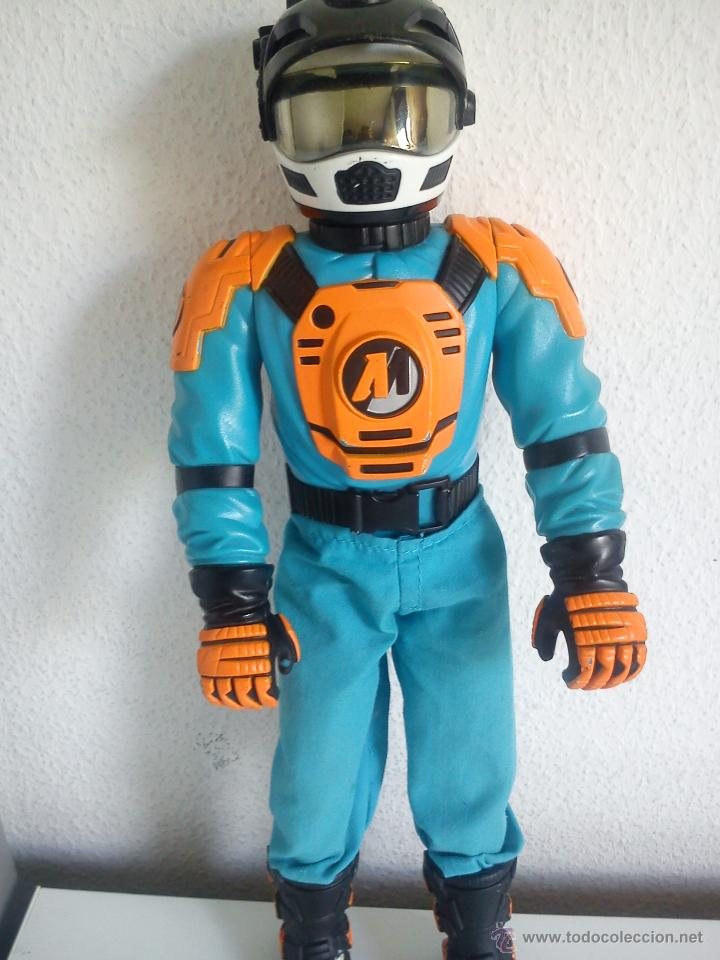Action man: MUÑECO ACTION . MAN . ROPA ORIGINAL SE ABRE EL CRISTAL DEL CASCO. AÑO 1999 - Foto 1 - 43391975