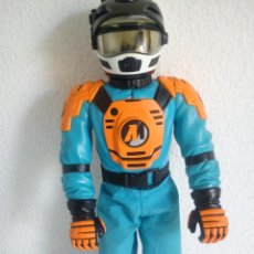 Action man: MUÑECO ACTION . MAN . ROPA ORIGINAL SE ABRE EL CRISTAL DEL CASCO. AÑO 1999. Lote 180901463