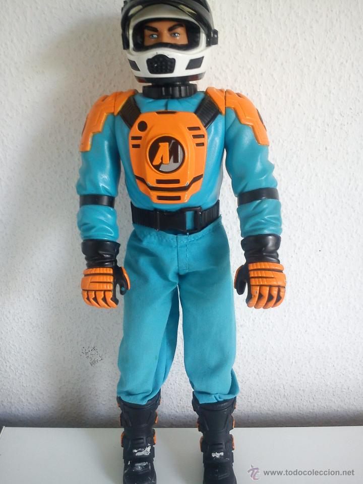 Action man: MUÑECO ACTION . MAN . ROPA ORIGINAL SE ABRE EL CRISTAL DEL CASCO. AÑO 1999 - Foto 2 - 43391975