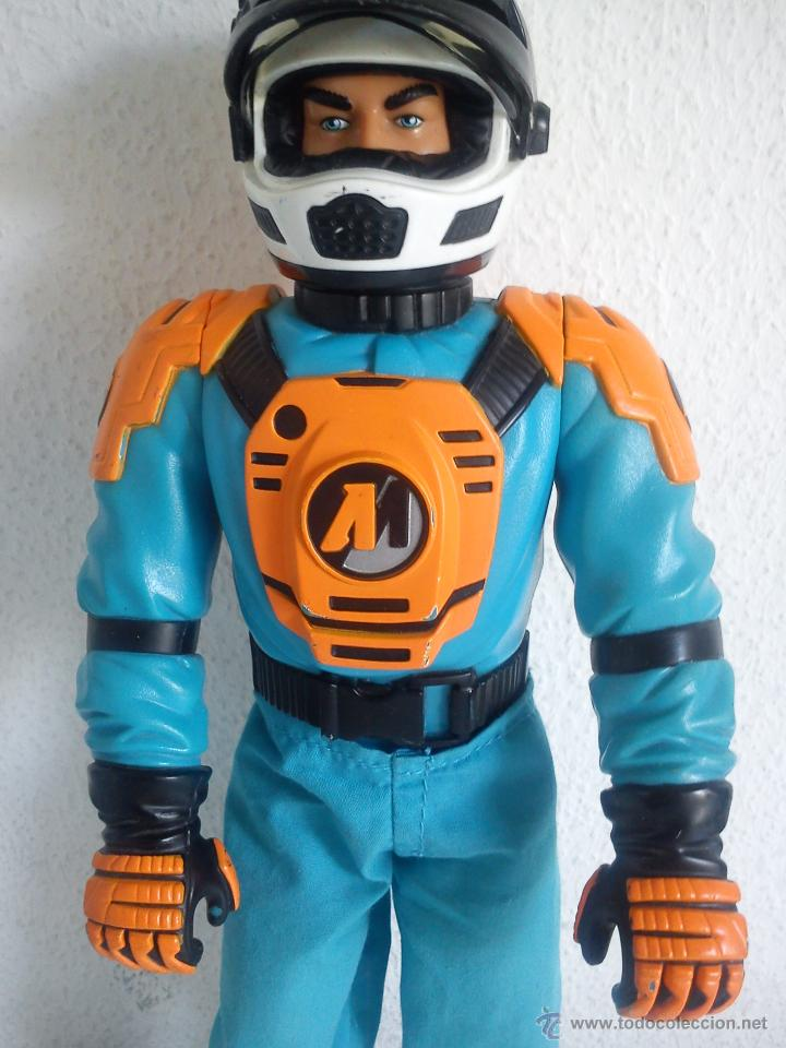 Action man: MUÑECO ACTION . MAN . ROPA ORIGINAL SE ABRE EL CRISTAL DEL CASCO. AÑO 1999 - Foto 3 - 43391975
