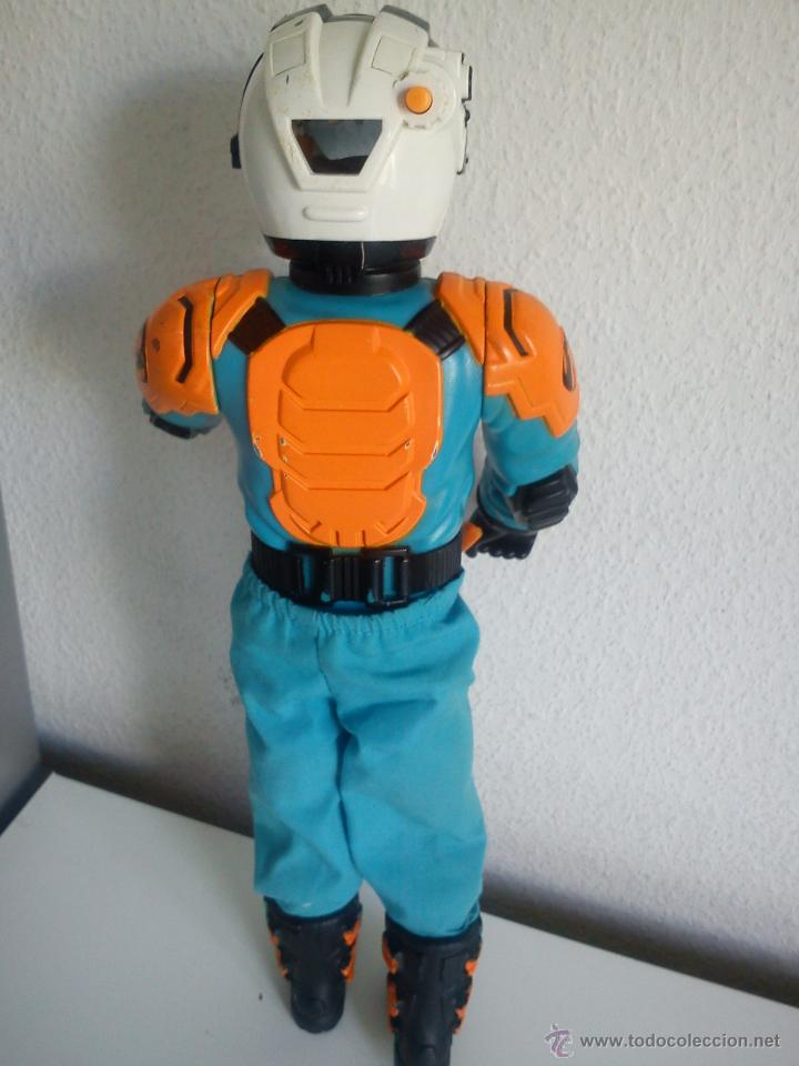 Action man: MUÑECO ACTION . MAN . ROPA ORIGINAL SE ABRE EL CRISTAL DEL CASCO. AÑO 1999 - Foto 5 - 43391975