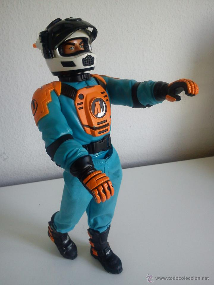 Action man: MUÑECO ACTION . MAN . ROPA ORIGINAL SE ABRE EL CRISTAL DEL CASCO. AÑO 1999 - Foto 8 - 43391975