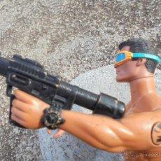 Action man: FIGURA DE ACTION MAN CON GAFAS Y ALETAS DE BUCEAR MAS ARMA.. Lote 54184710