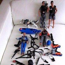 Action man: LOTE DE 11 MUÑECOS, PERRO, MOTO ACUÁTICA, ARMAS, ARNESES. TODO ACTION MAN ANTIGUO. . Lote 55152742