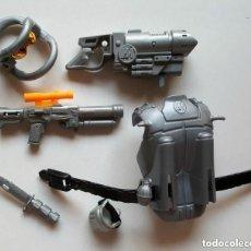 Action man: VINTAGE LOTE ARMAS, CASCO, ARMADURA Y COMPLEMENTOS DE ACTION MAN HASBRO . Lote 86704912
