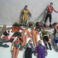 Action man: LOTE ACTION MAN 9 MUÑECOS ,2 PATINES ,MOTO DE AGUA ,ROPA Y BOTAS MUÑECO. Lote 221163797