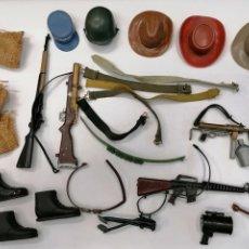 Action man: GRAN LOTE ACCESORIOS, SOMBREROS,ARMAS, ETC - ACTION MAN DE PALITOY AÑOS 70. Lote 241941350