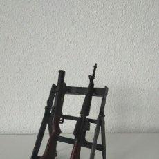 Action man: RIFLE RACK ACTION MAN ARMAS DE JUGUETE FIGURAS 1/6 COMPATIBLE GEYPERMAN. Lote 256061465