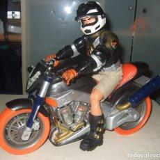 Action man: FIGURA MOTORISTA CON MOTO DE ACTION MAN. Lote 257336795