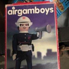 Airgam Boys: CAJA AIRGAMBOYS COMISARIO POLICÍA. Lote 58649073