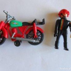 Airgam Boys: AIRGAM BOYS AIRGAMBOYS MOTORISTA CON MOTO Y TROFEO TODO ORIGINAL. Lote 154197030