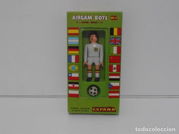 AIRGAM BOYS FUTBOLISTA EN CAJA ORIGINAL SIN JUGAR, BELGICA REF 18, AIRGAMBOYS, MADE IN SPAIN (Juguetes - Figuras de Acción - Airgam Boys)
