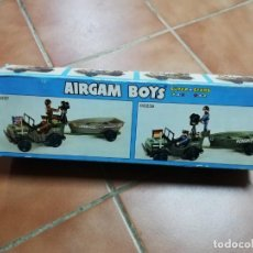 Airgam Boys: CAJA AIRGAMBOYS JEEP MILITAR CON REMOLQUE AIRGAM AÑOS 80,FAMOBIL,PLAYMOBIL,MADEL,GEYPER. Lote 285247443
