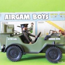 Airgam Boys: AIRGAMBOYS JEEP ALEMAN CON CAPITÁN Y CAJA. Lote 195285498