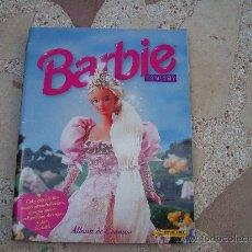 Coleccionismo Álbum: BARBIE FANTASY ALBUM DE CROMOS PANINI COMPLETO. Lote 35347333
