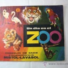 Coleccionismo Álbum: ALBUM DE CROMOS UN DÍA EN EL ZOO - OBSEQUIO DE CADIE MISTOL - LAVASOL - COMPLETO. Lote 35080790