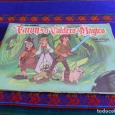 Coleccionismo Álbum: TARON Y EL CALDERO MÁGICO COMPLETO 360 CROMOS. PLAZA JOVEN. REGALO SERIAL GENTE MENUDA. WALT DISNEY. Lote 61749520