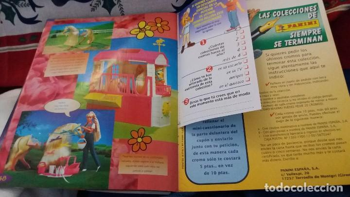 Coleccionismo Álbum: PANINI ALBUM BARBIE TM COMPLETO A FALTA DE 7 CROMOS CON POSTER CENTRAL. LEER - Foto 3 - 107823375