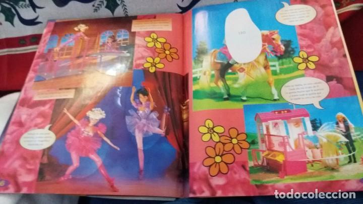 Coleccionismo Álbum: PANINI ALBUM BARBIE TM COMPLETO A FALTA DE 7 CROMOS CON POSTER CENTRAL. LEER - Foto 4 - 107823375