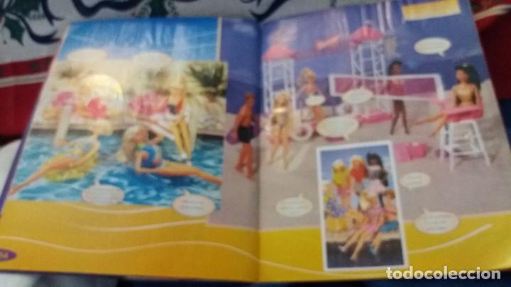 Coleccionismo Álbum: PANINI ALBUM BARBIE TM COMPLETO A FALTA DE 7 CROMOS CON POSTER CENTRAL. LEER - Foto 10 - 107823375