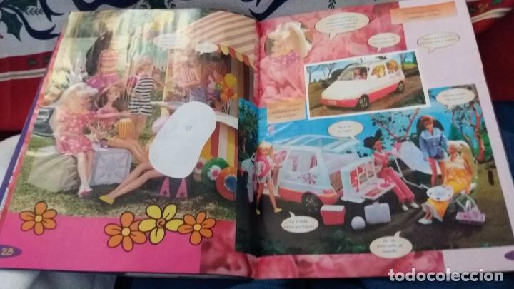 Coleccionismo Álbum: PANINI ALBUM BARBIE TM COMPLETO A FALTA DE 7 CROMOS CON POSTER CENTRAL. LEER - Foto 13 - 107823375
