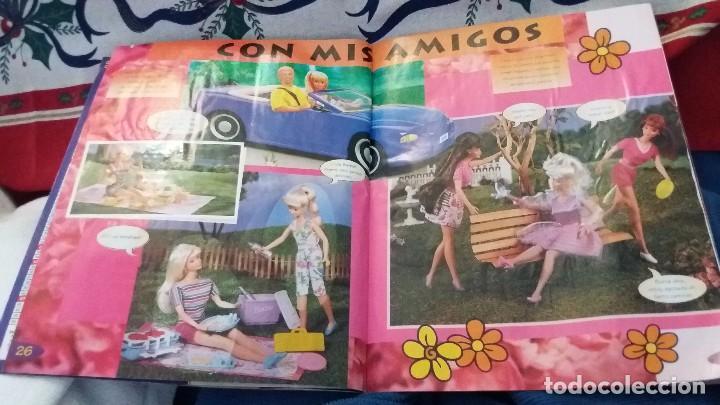 Coleccionismo Álbum: PANINI ALBUM BARBIE TM COMPLETO A FALTA DE 7 CROMOS CON POSTER CENTRAL. LEER - Foto 14 - 107823375