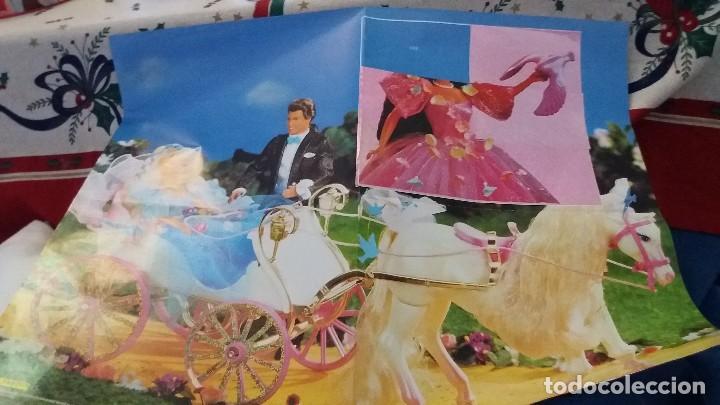 Coleccionismo Álbum: PANINI ALBUM BARBIE TM COMPLETO A FALTA DE 7 CROMOS CON POSTER CENTRAL. LEER - Foto 16 - 107823375