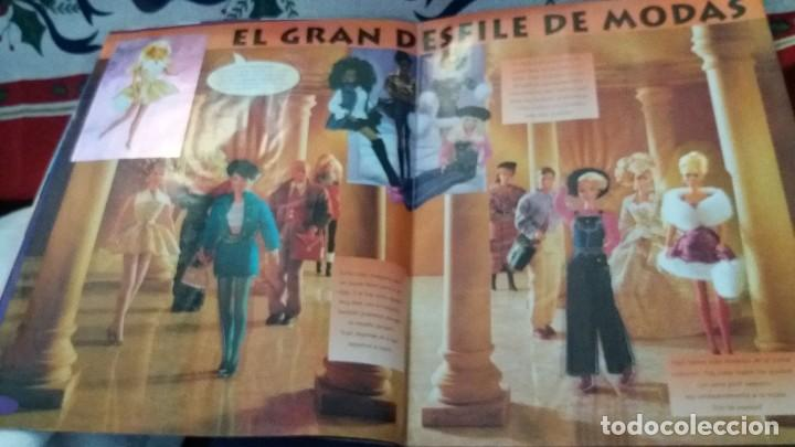 Coleccionismo Álbum: PANINI ALBUM BARBIE TM COMPLETO A FALTA DE 7 CROMOS CON POSTER CENTRAL. LEER - Foto 27 - 107823375