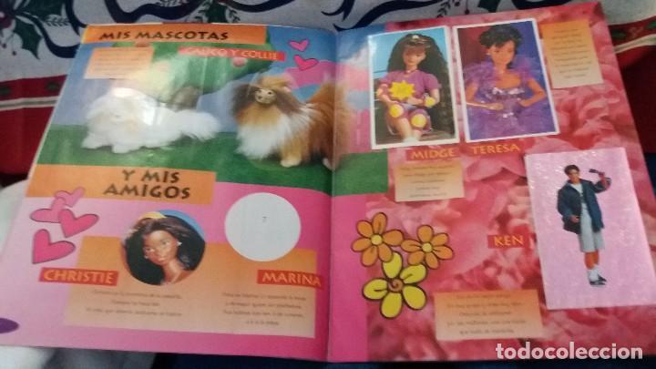 Coleccionismo Álbum: PANINI ALBUM BARBIE TM COMPLETO A FALTA DE 7 CROMOS CON POSTER CENTRAL. LEER - Foto 30 - 107823375