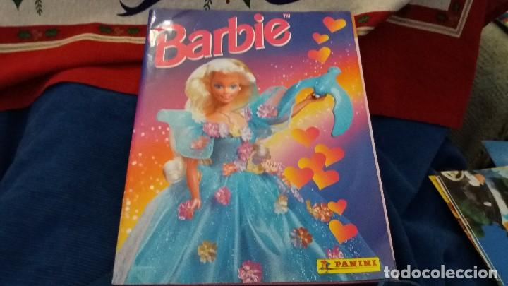 Coleccionismo Álbum: PANINI ALBUM BARBIE TM COMPLETO A FALTA DE 7 CROMOS CON POSTER CENTRAL. LEER - Foto 33 - 107823375