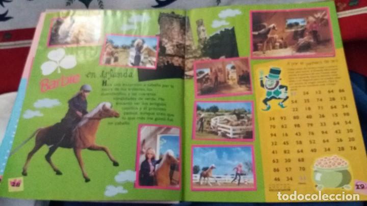 Coleccionismo Álbum: PANINI ALBUM BARBIE HOLIDAY COMPLETO A FALTA DE 14 CROMOS. LEER - Foto 13 - 107824695