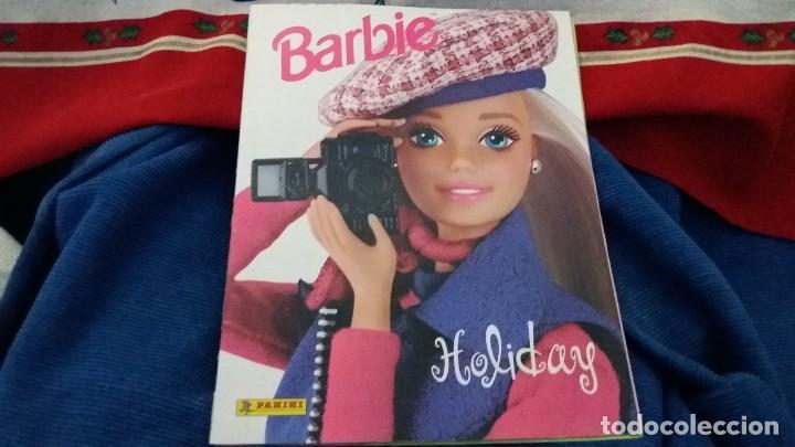 Coleccionismo Álbum: PANINI ALBUM BARBIE HOLIDAY COMPLETO A FALTA DE 14 CROMOS. LEER - Foto 28 - 107824695