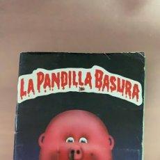 Coleccionismo Álbum: ALBUM DE CROMOS LA PANDILLA BASURA AÑO 1989 J. MERCHANTE AZUL CROMOS DE CARTON COMPLETO 252 CROMOS. Lote 143380533