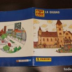 Coleccionismo Álbum: PANINI - STICK & STACK LA CIUDAD - ÁLBUM COMPLETO. Lote 36682968