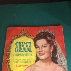 Coleccionismo Álbum: SISSI EMPERATRIZ.COMPLETO. CROMOS PEGADOS UNICAMENTE POR SU PARTE SUPERIOR. Lote 191311750