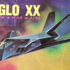 Coleccionismo Álbum: ALBUM SIGLO XX TIERRA MAR Y AIRE EN MUY BUEN ESTADO GENERAL. Lote 214098381