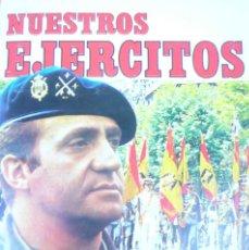 Coleccionismo Álbum: ÁLBUM NUESTROS EJÉRCITOS. COMPLETO. 323 CROMOS. EDITORIAL RUIZ ROMERO. Lote 215922907