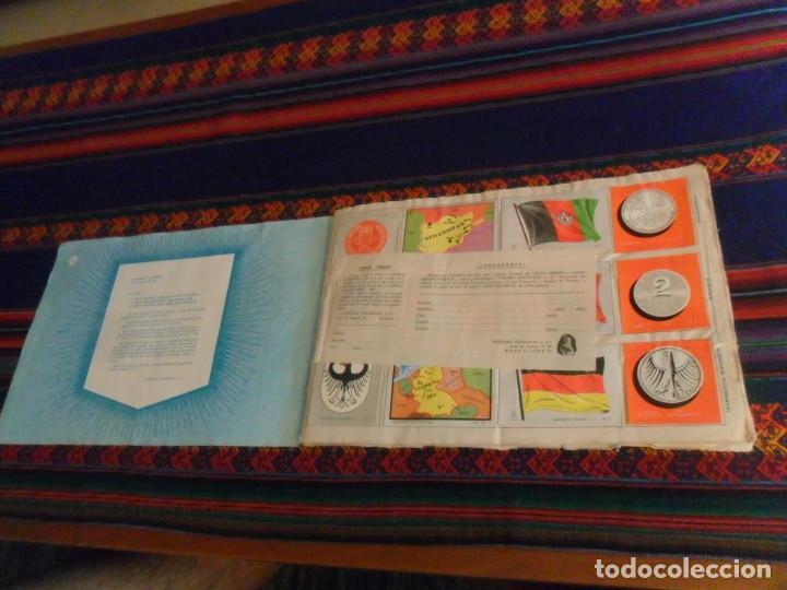 Coleccionismo Álbum: COLECCIÓN UNIVERSAL LIBRO DE BANDERAS ESCUDOS MONEDAS MAPAS COMPLETO CON CUPÓN. ÁLBUMES ESPAÑOLES. - Foto 2 - 218174963
