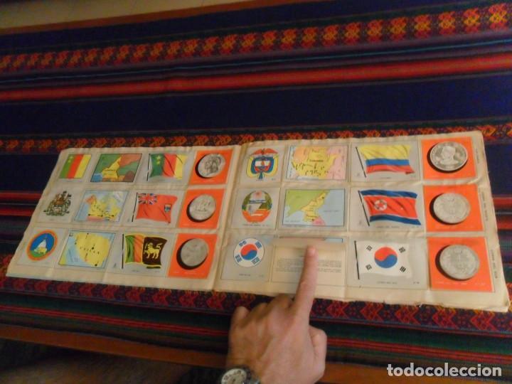Coleccionismo Álbum: COLECCIÓN UNIVERSAL LIBRO DE BANDERAS ESCUDOS MONEDAS MAPAS COMPLETO CON CUPÓN. ÁLBUMES ESPAÑOLES. - Foto 3 - 218174963