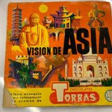 Coleccionismo Álbum: VISION DE ASIA. LE FALTA LA TAPA TRASERA. INTERIOR EN BUEN ESTADO. ALBUM DE CROMOS COMPLETO. Lote 218757867