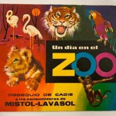 Coleccionismo Álbum: UN DIA EN EL ZOO, OBSEQUIO MISTOL, LAVASOL. ALBUM DE CROMOS COMPLETO. EXCELENTE ESTADO. IMPECABLE. Lote 267385274