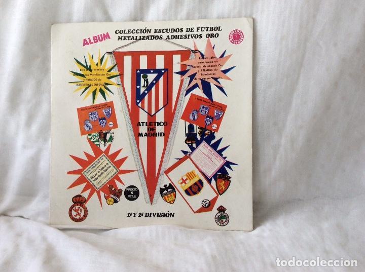 ALBUM ESCUDOS DE FUTBOL MATALIZADOS 1-2 DIVISION AÑO 1972 COMPLETO (Coleccionismo Deportivo - Álbumes y Cromos de Deportes - Álbumes de Fútbol Completos)