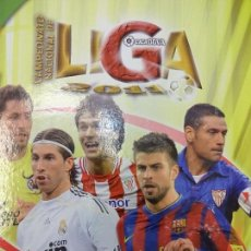 Álbum de fútbol completo: LIGA 2010-2011. MUNDICROMO. DOS ALBUMES ARCHIVADORES CON CASI TODO LO PUBLICADO 1ª Y 2ª DIVISIÓN. Lote 113813891