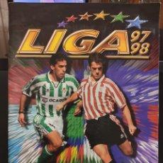 Álbum de fútbol completo: ÁLBUM EDICIONES ESTE TEMPORADA 97-98 COMPLETO CON COLOCAS, BISES, ETC. Lote 143210932