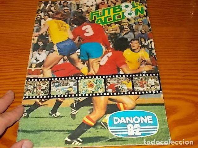 ÁLBUM DE CROMOS FÚTBOL EN ACCIÓN. DANONE 82 . COMPLETO. 96 CROMOS. 1981. UNA JOYA!!! (Coleccionismo Deportivo - Álbumes y Cromos de Deportes - Álbumes de Fútbol Completos)