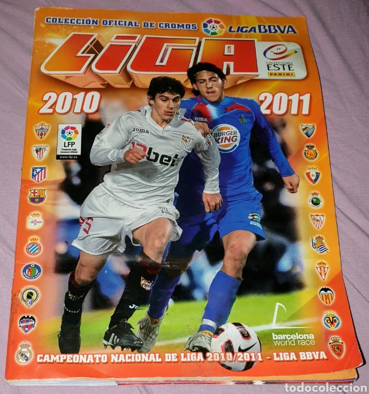ÁLBUM DE LA LIGA 2010 - 2011 EDICIONES ESTE. COMPLETO, CONTIENE MUCHOS DOBLES PEGADOS (Coleccionismo Deportivo - Álbumes y Cromos de Deportes - Álbumes de Fútbol Completos)