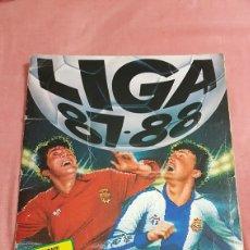 Álbum de fútbol completo: ALBUM LIGA 87-88 COMPLETO BAJAS PEÑA Y BENITO SIN PEGAR. Lote 215128953