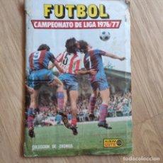 Álbum de fútbol completo: ANTIGUO ALBUM DE CROMOS COMPLETO DE EDICIONES ESTE 1976 - 77, ROTURA EN ESQUINA 3 PRIMERAS PAGINAS,. Lote 226474787