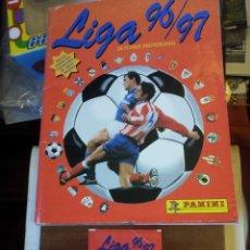 """Álbum de fútbol completo: ALBUM LIGA 96/97 DE PANINI MÁS """"UN SOBRE SIN CROMOS"""" CON TODOS LOS CROMOS DE JUGADORES COMPLETO. Lote 234894240"""